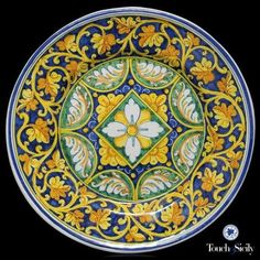 """Plate with central desy - Tre Erre Ceramiche is synonymous of """"Barocco Palermitano"""", the richest form of art in all its splendor. Hand Painted Plates, Hand Painted Ceramics, Plates On Wall, Decorative Plates, Glazes For Pottery, Ceramic Pottery, Pottery Art, Pottery Painting, Ceramic Painting"""
