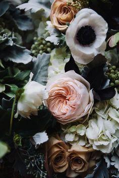 romantic flower arrangement #wedding #weddingflowers