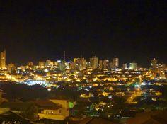 Cidade de Varginha a noite, Estado de Minas Gerais, Brasil.