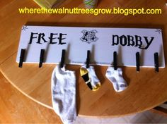 """""""Free Dobby"""" DIY Missing Sock Board by Where the walnut trees grow. ( Perhaps with a subtitle: This board sponsored by S. - Society for the Promotion of Elfish Welfare ? Harry Potter Theme, Harry Potter Love, Ron Y Hermione, Free Dobby, Lost Socks, Ideas Para Organizar, Up House, Mischief Managed, Home And Deco"""