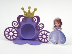 Porta Bombom carruagem Princesa Sofia aplique - cortes para Montar www.petilola.com.br Princess Sofia Birthday, Sofia The First Birthday Party, Pink And Gold Birthday Party, Princess Theme Party, Princess Crafts, Crafts For Kids, Diy And Crafts, Kids Party Decorations, Art N Craft