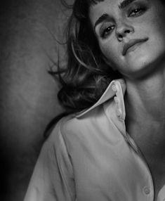 ❤️ NEW PHOTO ❤️  Buongiorno con (l'avete indovinato!) un'altra nuova foto dal servizio di Emma Watson per Vogue Australia, fotografata da Peter Lindbergh.   A quanto pare la location era in Francia, precisamente Lainville-En-Vexin.  Crediti: The Emma Watson Archives  Instagram : https://www.instagram.com/we.love.emma.watson.crush/  Passate dal nostro gruppo ; https://www.facebook.com/groups/445446642475974/  Twitter : https://twitter.com/GiacomaGs/status/907646326359445509 ?   ~EmWatson