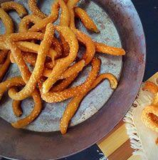 Τα λαλάγγια ή τηγανίτες όπως τα έλεγαν στη Μάνη, αποτελούσαν εθνική παράδοση για την περιοχή και δεν έλειπαν από κανένα σπίτι κατά την διάρκεια των μεγάλων θρησκευτικών εορτών. Στην ουσία πρόκειται για λαδοκούλουρα που τηγανίζονται μέσα σε άφθονο ηλιέλαιο και διατηρούνται για αρκετό καιρό τραγανά