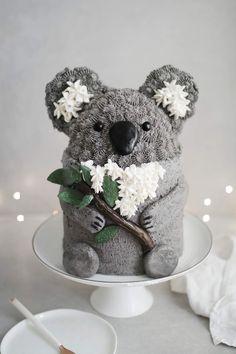 animal cakes Cookies and Cream Koala cake recipe Cookies And Cream Cake, Cake Cookies, Baking Cookies, Pretty Cakes, Cute Cakes, Food Cakes, Cupcake Cakes, Oreo Buttercream, Cute Birthday Cakes