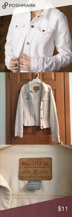 White Corduroy Jacket Hollister A white Corduroy jacket from Hollister. Hollister Jackets & Coats