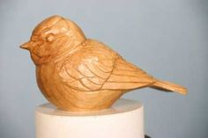 Blaumeise - The Woodworkers Institute - snijden - Seife Beginner Woodworking Projects, Learn Woodworking, Woodworking Supplies, Whittling Projects, Whittling Wood, Wood Turning Projects, Wood Projects, Carved Wooden Animals, Woodturning Tools