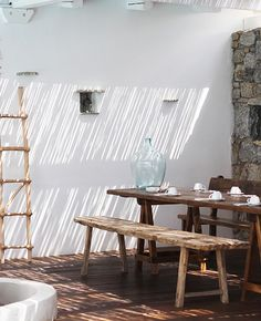 / INSPIRATION / Seeping through the bamboo ceiling, the morning light fills in the room, exposing the dancing dust ✨💫 Bamboo Ceiling, Hippie Stil, House Shutters, Decor Inspiration, Garden Inspiration, Creative Inspiration, Deco Boheme, Lodge Style, Patio Roof