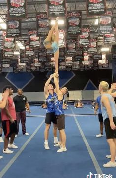 Cool Cheer Stunts, Cheer Moves, Cheer Routines, Extreme Cheer Stunts, Cheerleading Videos, Cheerleading Workouts, Cheer Workouts, Cheerleading Hair, Gymnastics Tricks