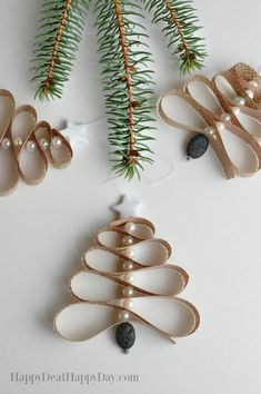 Homemade Essential Oil Diffuser Christmas Tree Ornament - this is great for any essential oil user - use pine or spruce essential oils and boost the Christmas scent on your tree! diy christmas gifts, christmas gifts dyi, cool gifts for christmas Christmas Scents, Christmas Tree Ornaments, Christmas Crafts, Christmas Decorations, Felt Christmas, Christmas Tree Scent, Pencil Christmas Tree, Xmas, Christmas Ideas