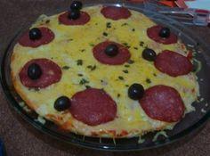 Receita de Pizza Aerada de Batedeira - pizza com pedaços de queijo roquefort em vez do peperoni. ...