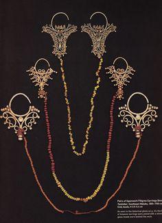 Pairs Of Openwork Filigree Earrings (Kmwene) From Tanimbar, Southeast Maluku, Indonesia Tribal Jewelry, Jewelry Art, Gold Jewelry, Jewelry Design, Fashion Jewelry, Jewellery, Ancient Jewelry, Antique Jewelry, Body Adornment