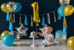 Baby / boy / first birthday / First smash cake session / moon asteroid space birthday party | первый торт / лунный торт / астероид / фотосессия для ребёнка / день рождения / идеи для детского дня рождения / воздушные шарики