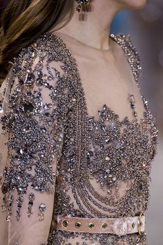 Elie Saab S/S Haute Couture 2017 - Gorgeous but the belt cheapens it. Fashion 2017, Runway Fashion, High Fashion, Fashion Beauty, Net Fashion, Fashion Outfits, Couture Details, Fashion Details, Fashion Design