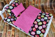 This colorful OWL pattern has so many options! Lively and Bright Multi Colored coordinating patterns make this a wonderful set for any doll bedding collection. Mattress is gently hand stuffed. Set inc