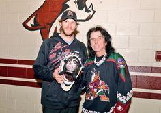 Alice Cooper rock Arizona Coyotes retro night: Mike Smith's sick retro Coyotes goal mask got to meet its maker
