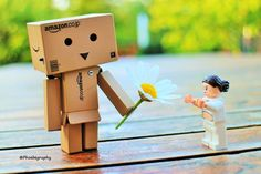 Danbo giving a flower to Padme Amidala
