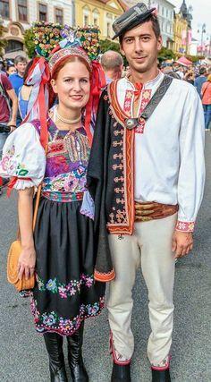 imagini cu batistutele frumoase,la costumul popular - Căutare Google Central Europe, Popular, Southern Prep, Costume, Traditional, Folk Clothing, How To Wear, Google, Dresses
