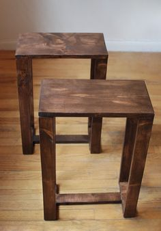 This listing is for a Set of 2 Reclaimed wood side tables stained in Dark… Small End Tables, Wood End Tables, A Table, Small Wood Projects, Scrap Wood Projects, Wooden Pallet Furniture, Diy Furniture, Reclaimed Wood Side Table, Stained Table