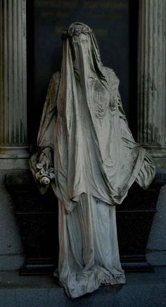 Statue at Juncosa tomb in the Montjuïc cemetery in Barcelona. - architecture and art - Statue at Juncosa tomb in Montjuïc cemetery in Barcelona. Cemetery Angels, Cemetery Statues, Cemetery Art, Highgate Cemetery, Arte Obscura, Wow Art, Gothic Art, Vanitas, Dark Art