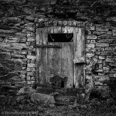 The old door - null
