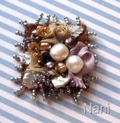 Broche | Fieltro,seda,algodón,tafetán,metal, perlas de río..… | Flickr - Photo Sharing!