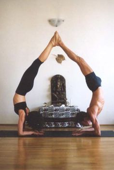 What an awesome couple! zusayoga.com