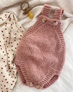 Little Brother's Romper – PetiteKnit Baby Knitting Free, Kids Knitting Patterns, Knitting For Kids, Baby Patterns, Crochet Bib, Baby Blanket Crochet, Knitted Romper, Knitted Hats, Baby Romper Pattern Free