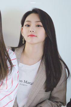 Cute Korean Girl, Asian Girl, Kim Sejeong, Korean Aesthetic, Korean Artist, Girl Crushes, Kpop Girls, Girl Group, Girlfriends