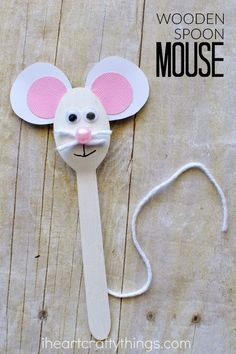 Adorable wooden spoon mouse craft for kids. You can use this cute animal craft as a puppet to help tell your favorite mouse story. Fun summer craft activity for kids.