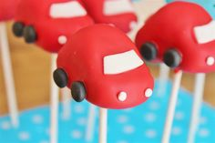 Car Cake Pops | Auto Cake-Pops | Love these little things! Perfect for a boy's birthday party