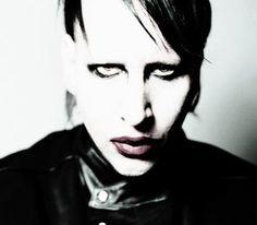 Marlyn Manson... Is realllllllllly creepy! :S