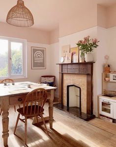 pink ceiling by the otto house Pink Ceiling, Colored Ceiling, Accent Ceiling, Bedroom Ceiling, Ceiling Decor, Dado Rail Bedroom, Ceiling Paint Ideas, Ceiling Paint Colors, Pink Walls