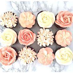 Pastel Peach buttercream wedding cupcakes made with Satin Ice Sweet Savour Cakery Cupcakes Design, Floral Cupcakes, Mini Cupcakes, Elegant Cupcakes, Pretty Cupcakes, Cupcake Icing Designs, Teen Cupcakes, Peach Cupcakes, Peach Cake