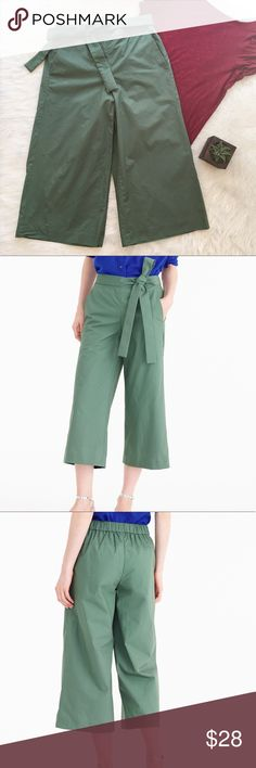 🆕J.Crew Rory Pants J.Crew Rory Pants in hunter green. Size 4. Approximate measurements are 30' inseam & 28' waist. It does have an elastic waist band in the back of the pants. GUC. Small stain as pictured above on back right leg. ❌No trades ❌ Modeling ❌No PayPal or off Posh transactions ❤️ I 💕Bundles ❤️Reasonable Offers PLEASE ❤️ Bundle & SAVE❗️❗️ J. Crew Pants Capris