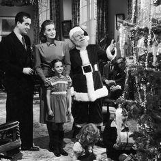 "Golden Age of Hollywood 🌟's Instagram profile post: ""MIRACLE ON 34th STREET (1947) . . . #miracleon34thstreet #johnpayne #maureenohara #edmundgwenn #nataliewood #christmas #christmasmovies…"" White Christmas Movie, Christmas Movies, Christmas Gifts For Boyfriend, Diy Christmas Gifts, Days Till Christmas, Xmas, John Payne, Miracle On 34th Street, Maureen O'hara"
