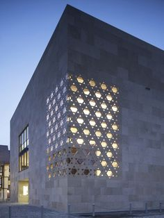 Ulm Synagogue / Kister Scheithauer Gross Architects and Urban Planners  corner detailing