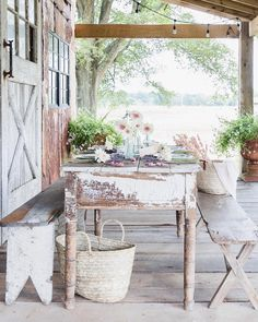 Vivi et Margot ( Outdoor Spaces, Indoor Outdoor, Outdoor Decor, Outdoor Living, White Dining Room Sets, Shabby Chic Patio, Traditional Dining Tables, Vintage Porch, Porch And Balcony