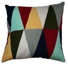 Almofada tringulos coloridos bordada 48 x 48 - Kasa 57