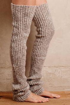 Diy Clothes For Winter Sweater Dresses Leg Warmers 35 Trendy Ideas Winter Sweater Dresses, Winter Sweaters, Winter Outfits, Thigh High Leg Warmers, Thigh High Socks, Knee Socks Outfits, Leg Warmers Outfit, Mode Crochet, Crochet Leg Warmers