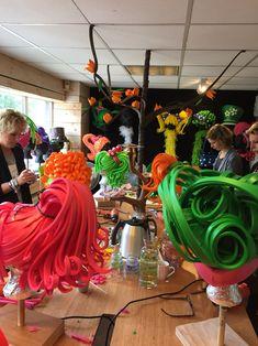 Workshop foam hoeden en pruiken maken Space Costumes, Candy Costumes, Carnival Costumes, Cool Costumes, Halloween Costumes, Outer Space Costume, Foam Wigs, Wig Hat, Broadway Costumes