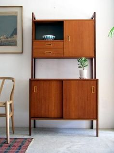 Mid Century Furniture Vintage If you thought mid-century furniture designs were merely a product for its time, think again! Today vintage mid-century pieces are as popular as ever. Retro Furniture, Mid Century Modern Furniture, Mid Century Modern Design, Furniture Design, Office Furniture, Danish Furniture, Furniture Outlet, Bar Furniture, Cheap Furniture