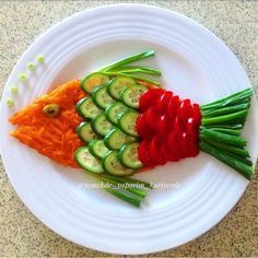 Decorate the picture result for the food for children (Birt - Food Carving Ideas - Her Crochet - - Veggie Platters, Veggie Tray, Food Platters, Vegetable Salad, Cute Food, Good Food, Yummy Food, Food Art For Kids, Food Carving