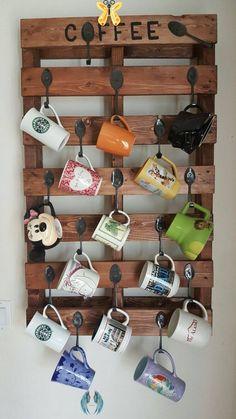 certainbifunow 44 DIY Pallet Mug Rack Everyone Can Do This - rengusuk.com -  Awesome 44 DIY Pallet Mug Rack Everyone Can Do This rengusuk.com/…  - #Coffee #CoffeeArt #DIY #everyone #HomeBrewing #mug #pallet #Rack #rengusuk #rengusukcom #Tea #Wine<br> Wooden Pallets, Wooden Diy, Diy Becher, Coffee Mug Display, Coffee Holder, Mug Rack, Diy Kit, Diy Mugs, Awesome