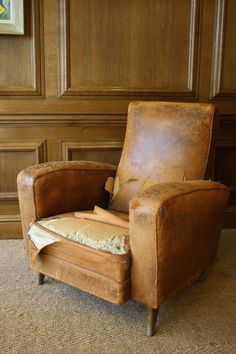Work in progress restoring this 1950s Leather Chair ....... ready soon !
