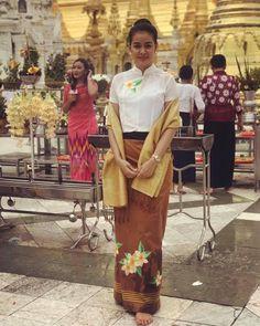 Myanmar Traditional Dress, Traditional Dresses, Myanmar Women, Thai Dress, Burmese, Kebaya, Beautiful Asian Girls, Asian Fashion, Lace Skirt