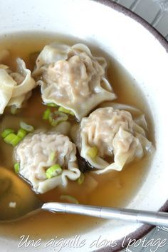 Soup Recipes 814518282576813227 - Soupe aux raviolis wonton Plus Source by Quick Lunch Recipes, Quick Easy Healthy Meals, Quick And Easy Soup, Easy Meals For Kids, Easy Soup Recipes, Cooking Recipes, Healthy Lunches, Quick Snacks, Easy Chinese Recipes