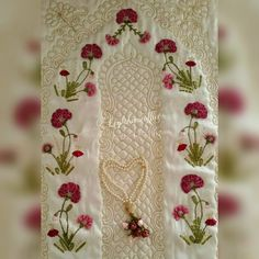 Bordado de fita The prayer rug of our flower garden is ready 💕 # flower garden # ribbon # ribbon flow Deutsch Beauties in Memor. Stylish Mens Fashion, Prayer Rug, Machine Embroidery Patterns, Ribbon Embroidery, Floral Tie, Lana, Diy And Crafts, Like4like, Prayers