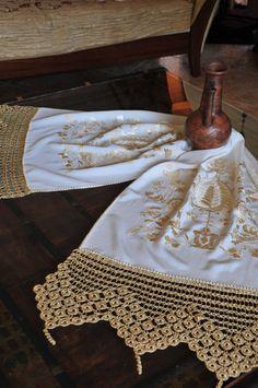Τσεβρέδες λέγονται τα σεμέν φτιαγμένα όπως γινότανε παλιά, με κέντημα χειρός (βυζαντινή βελονιά) χρησιμοποιώντας έντονα χρώματα στις κλωστές όπως και χρυσή κλωστή. Κέντημα δύσκολο λόγω των πολλών χ… Roman Emperor, Byzantine, Crochet Lace, Elsa, Dressmaking, Crocheted Lace, Jelsa