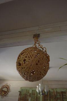 lustre boule en paille osier ficelle tressé années 70 mobile