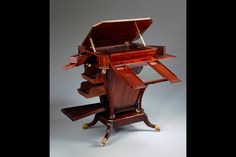 What an amazing piece of furniture.  In the White House, work table attripbuted to Duncan Phyfe ca 1810.